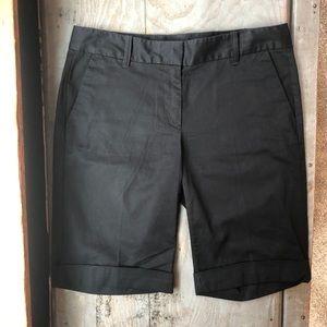Ann Taylor Signature black Bermuda shorts   size 4